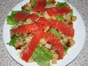 кусочки сёмги на салате