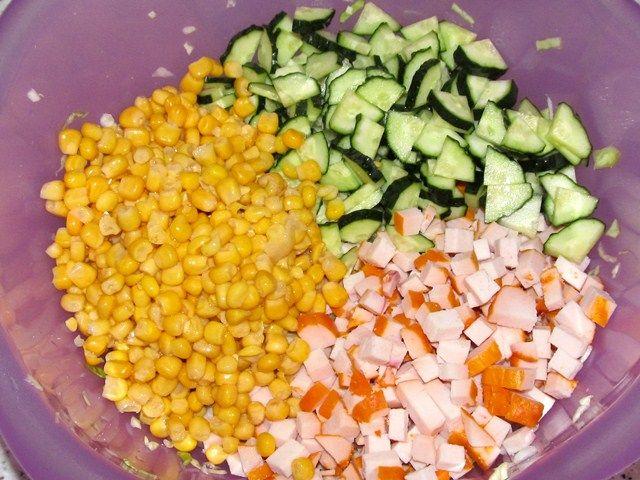 Салат куриная копченая грудка кукуруза