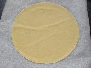 раскатывание коржей для торта