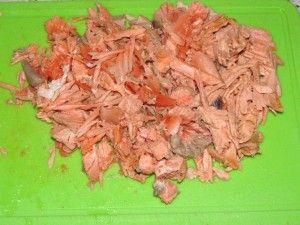 нарезать варёный лосось