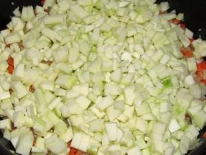 кабачок в сковороде