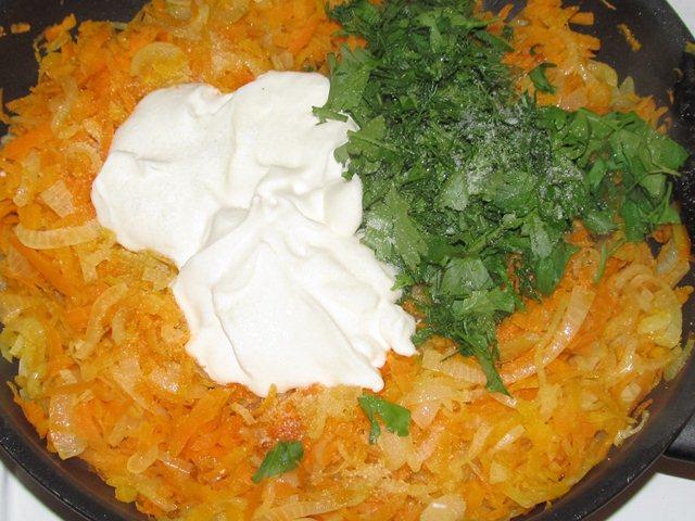 заправка овощей сметаной и зеленью