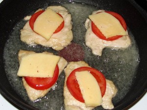 филе с помидорами и сыром