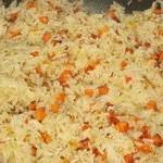Жареный рис с морковью и луком