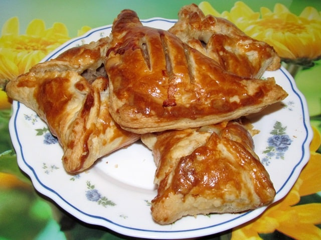 Слоёные пирожки с мясом