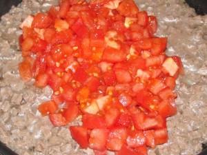 помидоры добавлены в мясо