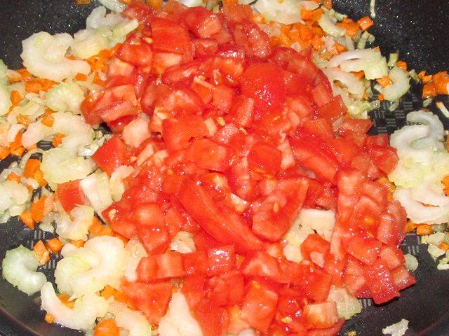 помидоры в сковороде