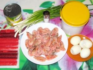 ингредиенты для крабового салата с креветками