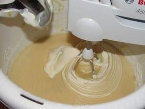 сметана в тесто