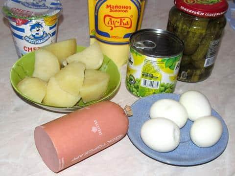 ингредиенты оливье с колбасой