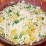 Крабовый салат с кукурузой и зелёным луком