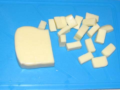 фото кусочки сыра Моцарелла