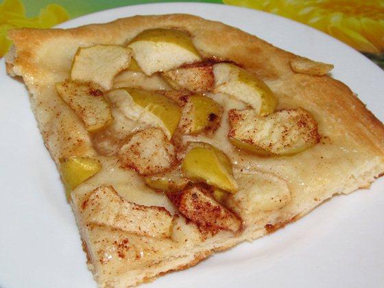 Открытый дрожжевой пирог с яблоками фото рецепт приготовления