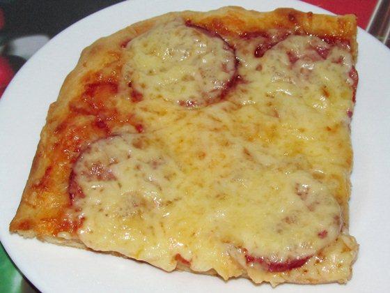 Пицца с сыром и колбасой фото рецепт приготовления