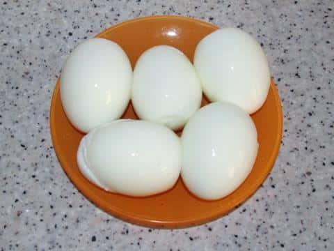 яйца вареные и очищенные
