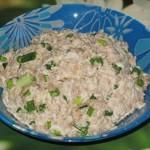Салат с мясом, луком и яйцом