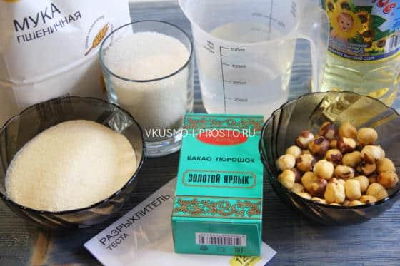 Ингредиенты для постного шоколадного манника с орехами