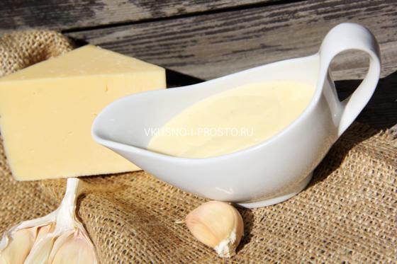 Нежный сырный соус на основе бешамель