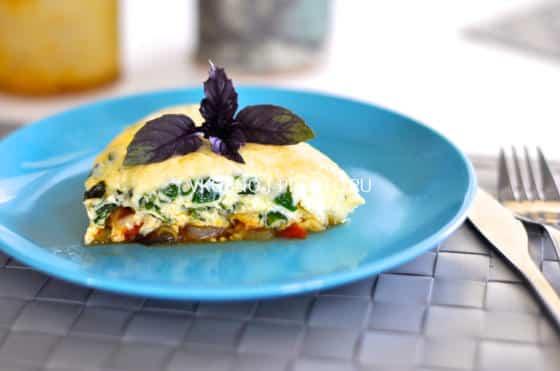 Пышная сырная фриттата с овощами, приготовленная в мультиварке
