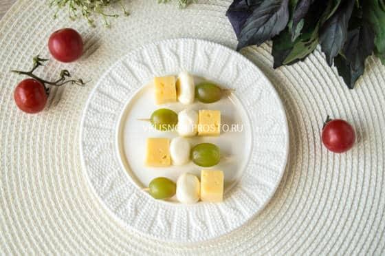 Праздничные канапе с салями, пошаговый рецепт с фото
