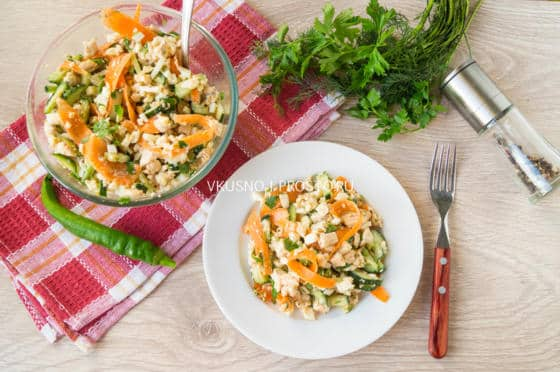 Салат с курицей морковью и зелёным горошком  рецепт с