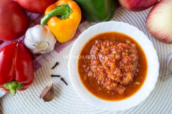 как приготовить аджику из помидор яблок и болгарского перца