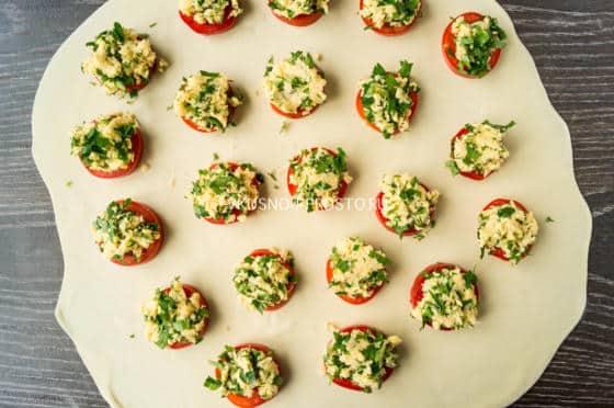 Бомбочки с сыром и помидорами рецепт с пошаговый