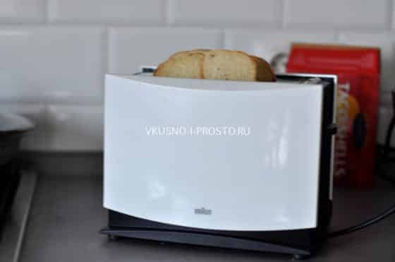 Батон в тостере