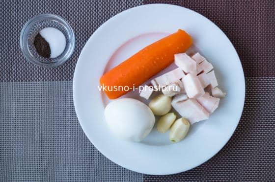 варим яйцо и морковь