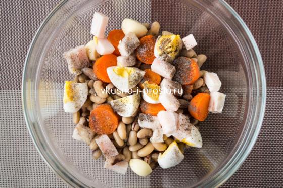 добавляем соль и перец
