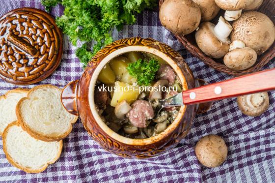 охотничьи колбаски с картофелем в горшочке