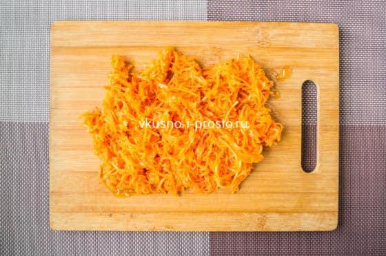 нарезаем корейскую морковь