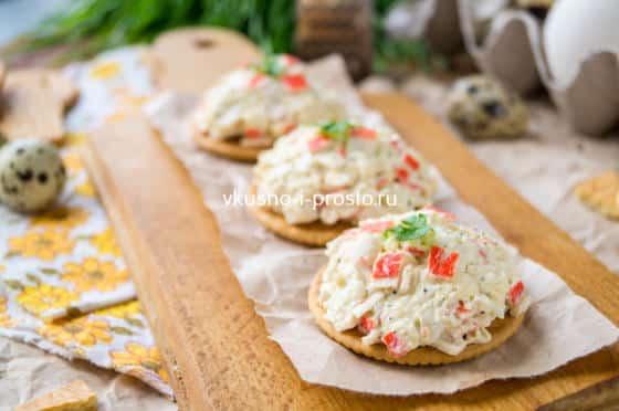 паста для бутербродов из сыра, яиц и крабовых палочек