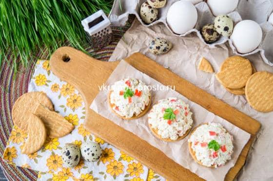 паста с крабовыми палочками и яйцами
