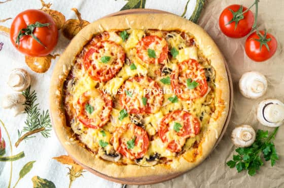 посыпаем пиццу зеленью