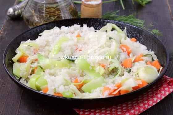 Добавляем промытый рис