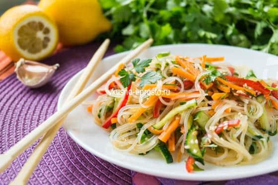 салат из овощей с лапшой