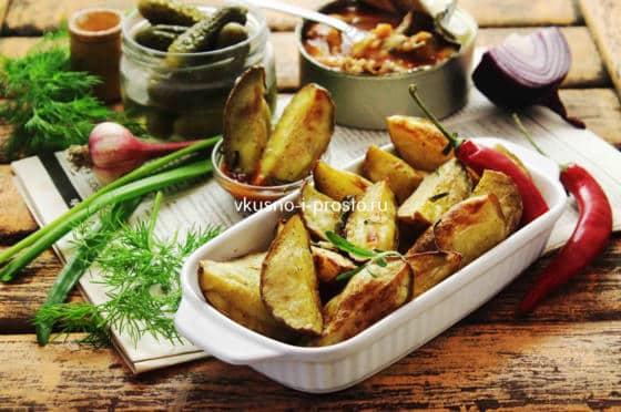 Картошка, запеченная с розмарином и чесноком