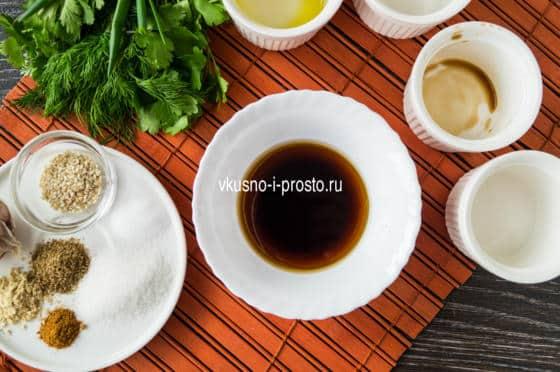 смешиваем соевый соус и масло
