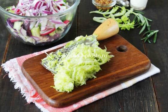 Трем кабачок для салатной заправки