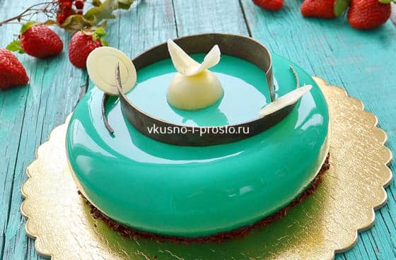 Муссовый торт с  цветной зеркальной глазурью