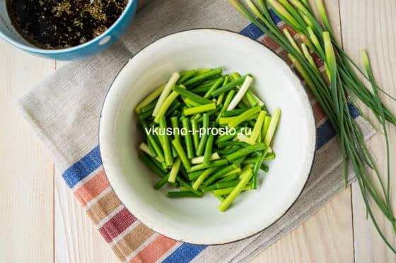 Чесночные стрелки с соевым соусом – кулинарный рецепт