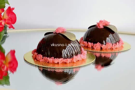 Муссовый торт в зеркально-шоколадной глазури