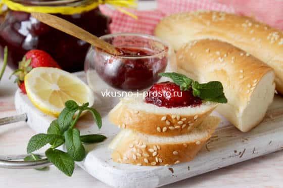 Варенье с белым хлебом