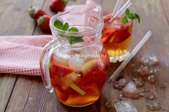Освежающий напиток из клубники