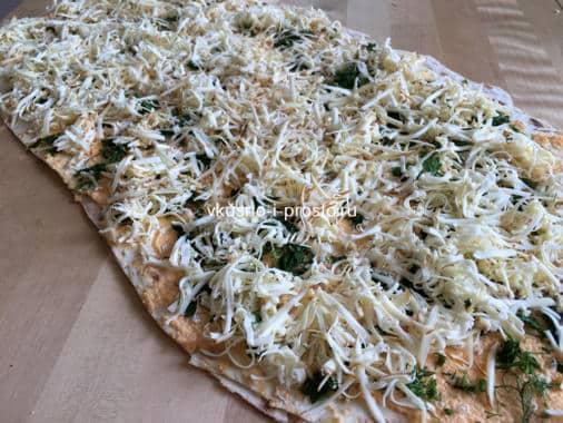 Посыпаем зеленью и тертым сыром