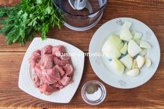 нарезаем мясо и лук