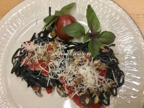 Черные спагетти с анчоучами