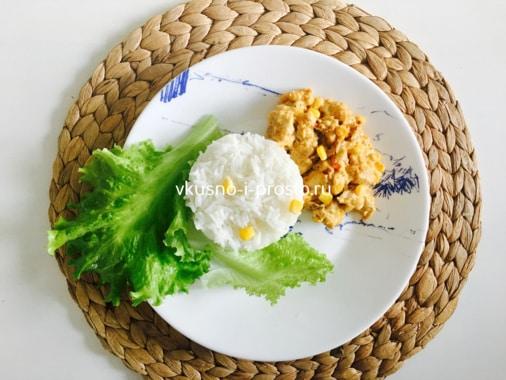 Куриное филе в сливочном соусе с кукурузой