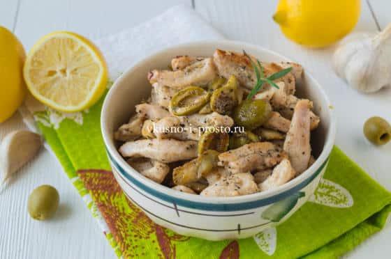 жареная куриная грудка с оливками